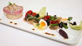 Nicoise salad (salata Nica) i rose